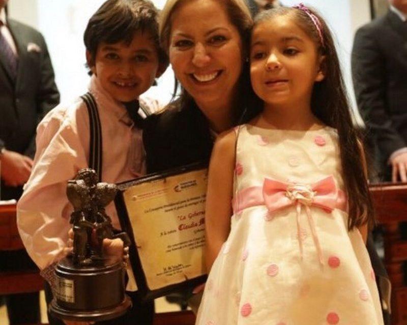 """Marcela Amaya recibió el premio como """"Gobernadora Más Pila con la Niñez"""" por parte de Corporación Juego y Niñez en Bogotá"""