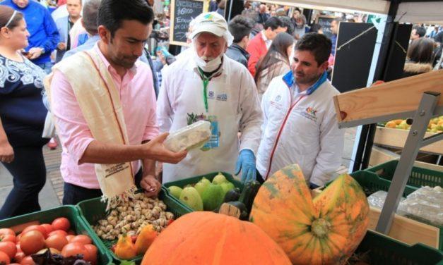 Con pie derecho arrancaron los mercados campesinos en Bogotá