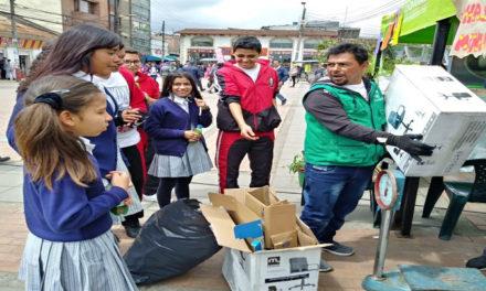 'Cambio verde' en Soacha ha entregado 400 libras de alimentos y más de 400 huevos