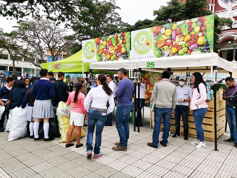 En Cáqueza continua el intercambio de material reciclable por alimentos