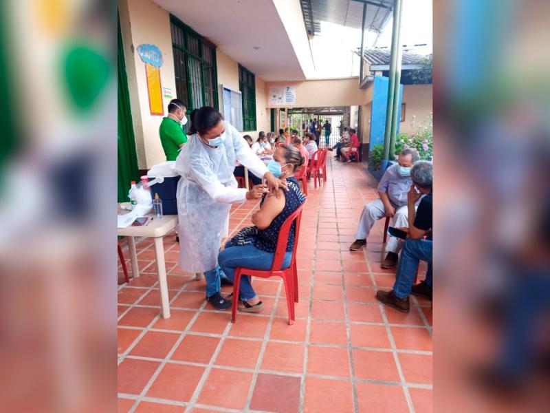SEGUNDAS DOSIS DE VACUNA CONTRA EL COVID-19 PARA LOS EDUCADORES